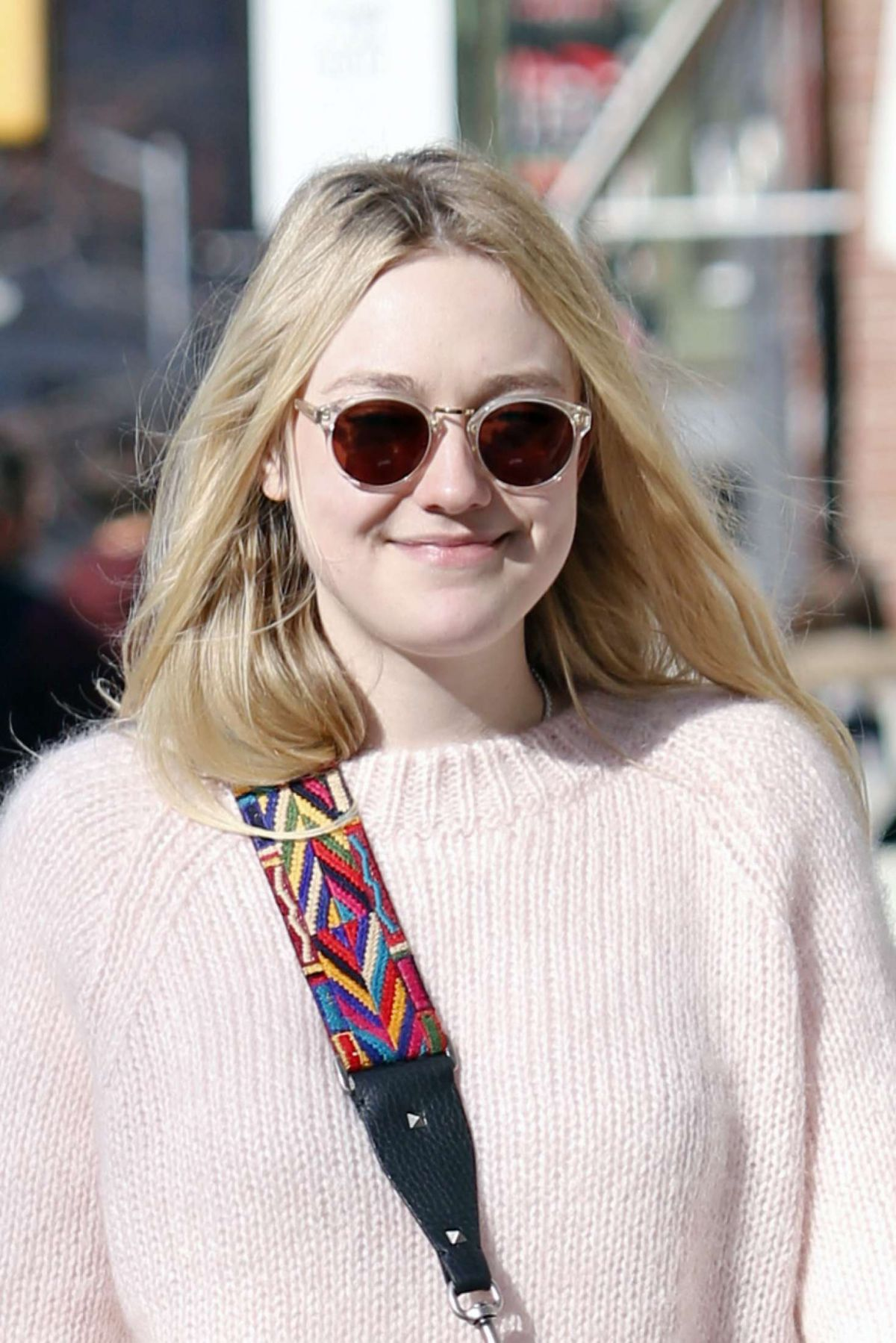 DAKOTA FANNING in Jean...