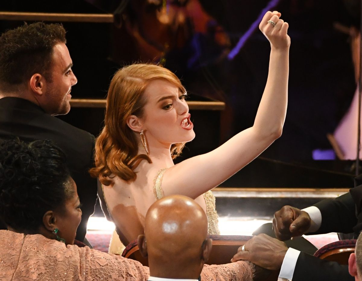 EMMA STONE  Wins 2017 Oscar for Actress in a Leading Role 02/26/2017