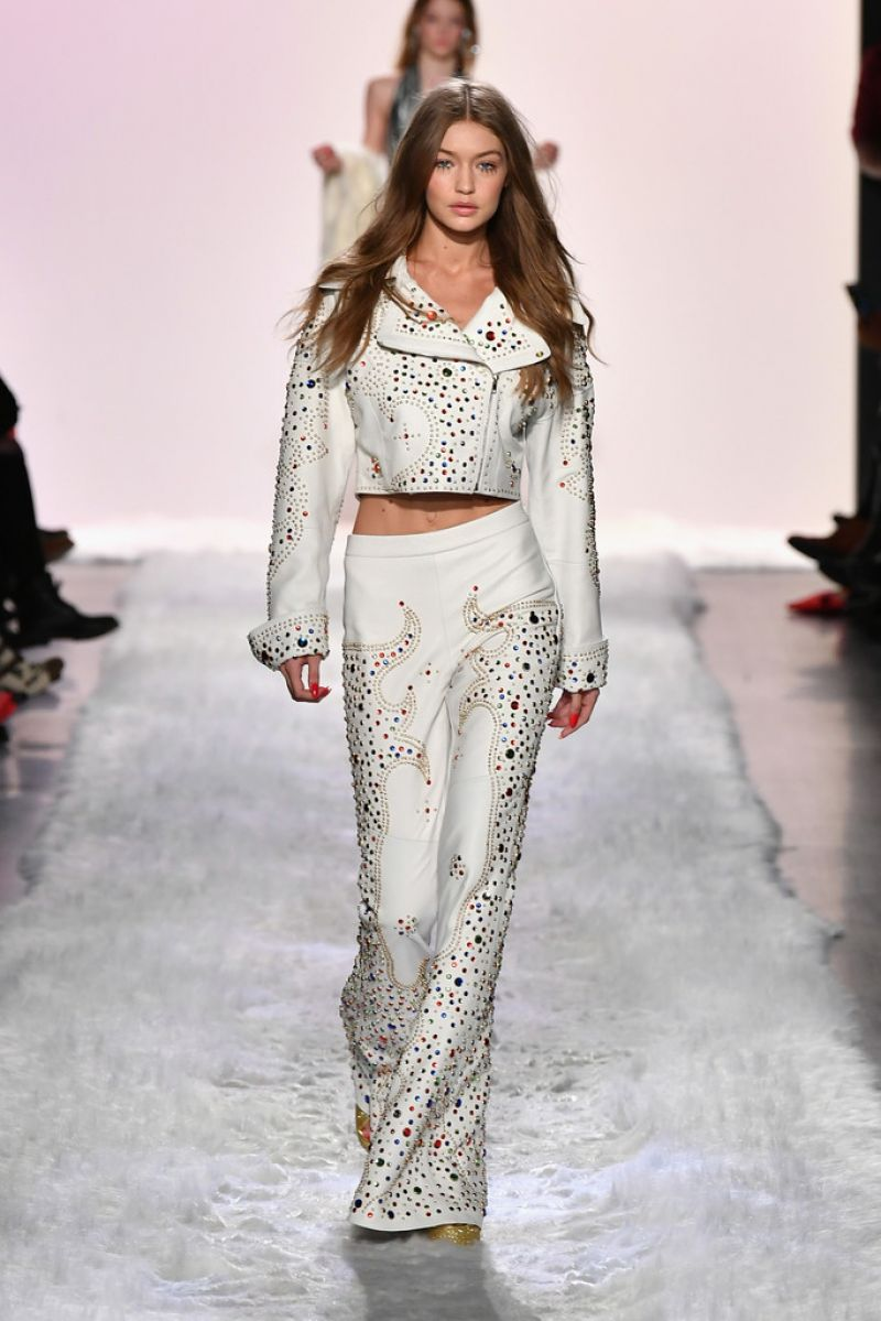 New Fashion Alert Gradient Nail Designs: GIGI HADID At Jeremy Scott Fashion Show At New York