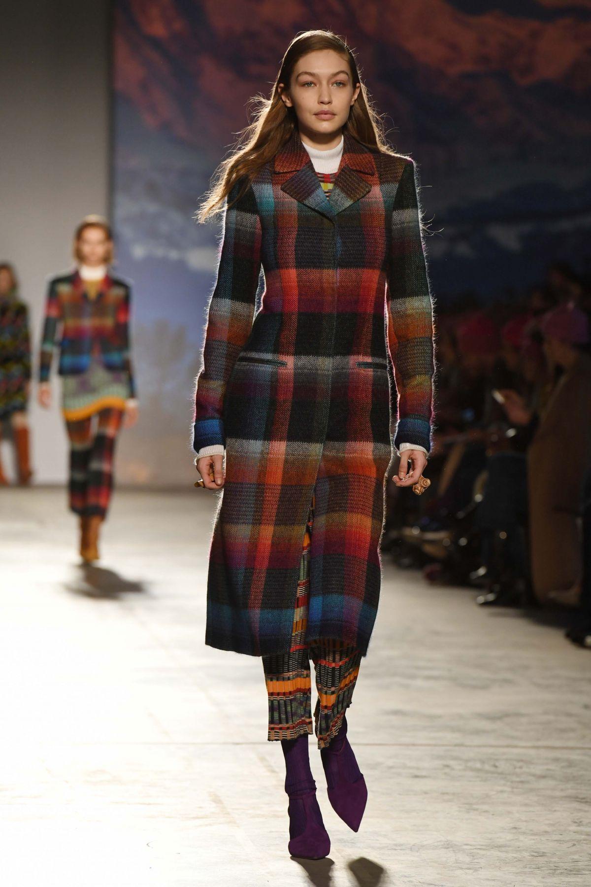 Gigi hadid at missoni fashion show at milan fashion week for Gigi hadid fashion week