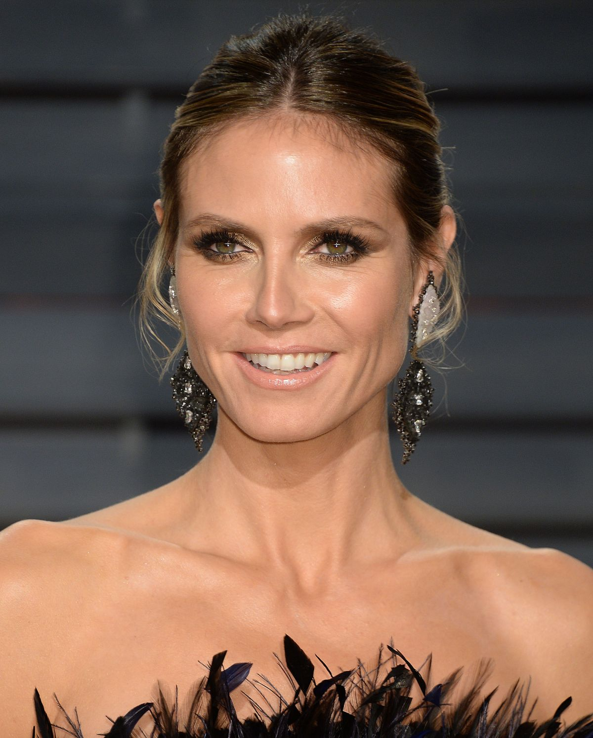 heidi klum at 2017 vanity fair oscar party in beverly. Black Bedroom Furniture Sets. Home Design Ideas