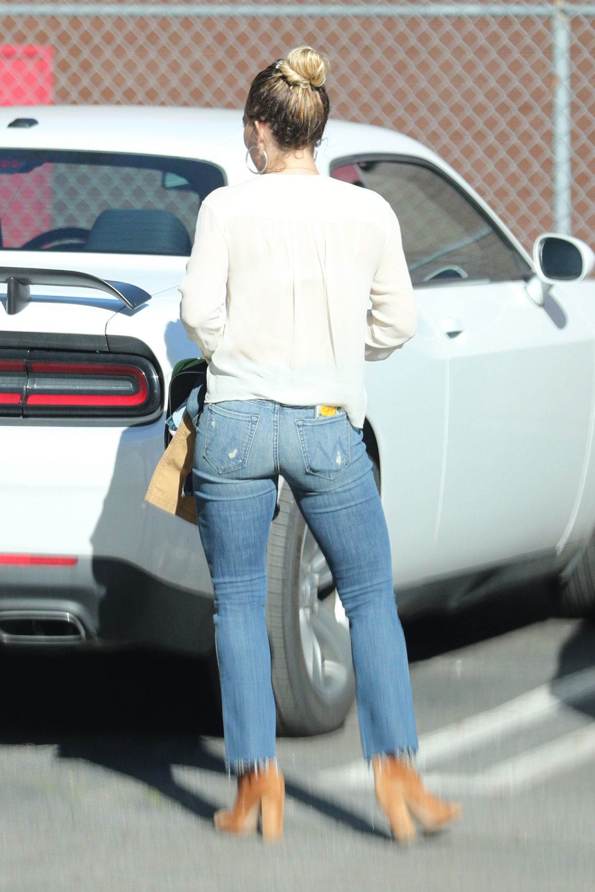 Hilary duff at nine zero one salon in west hollywood 02 22 for 2 the nines salon