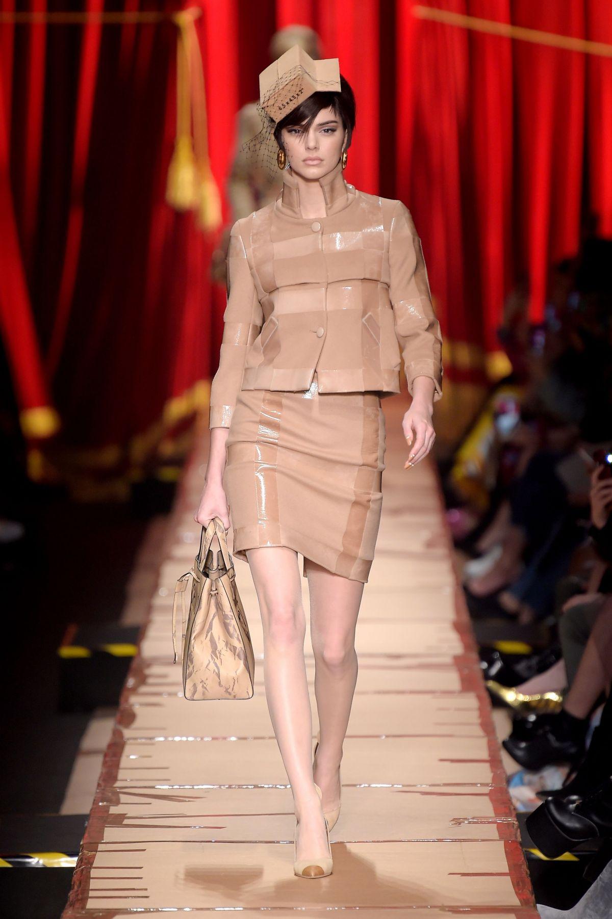 Kendall Jenner At Moschino Fashion Show At Milan Fashion
