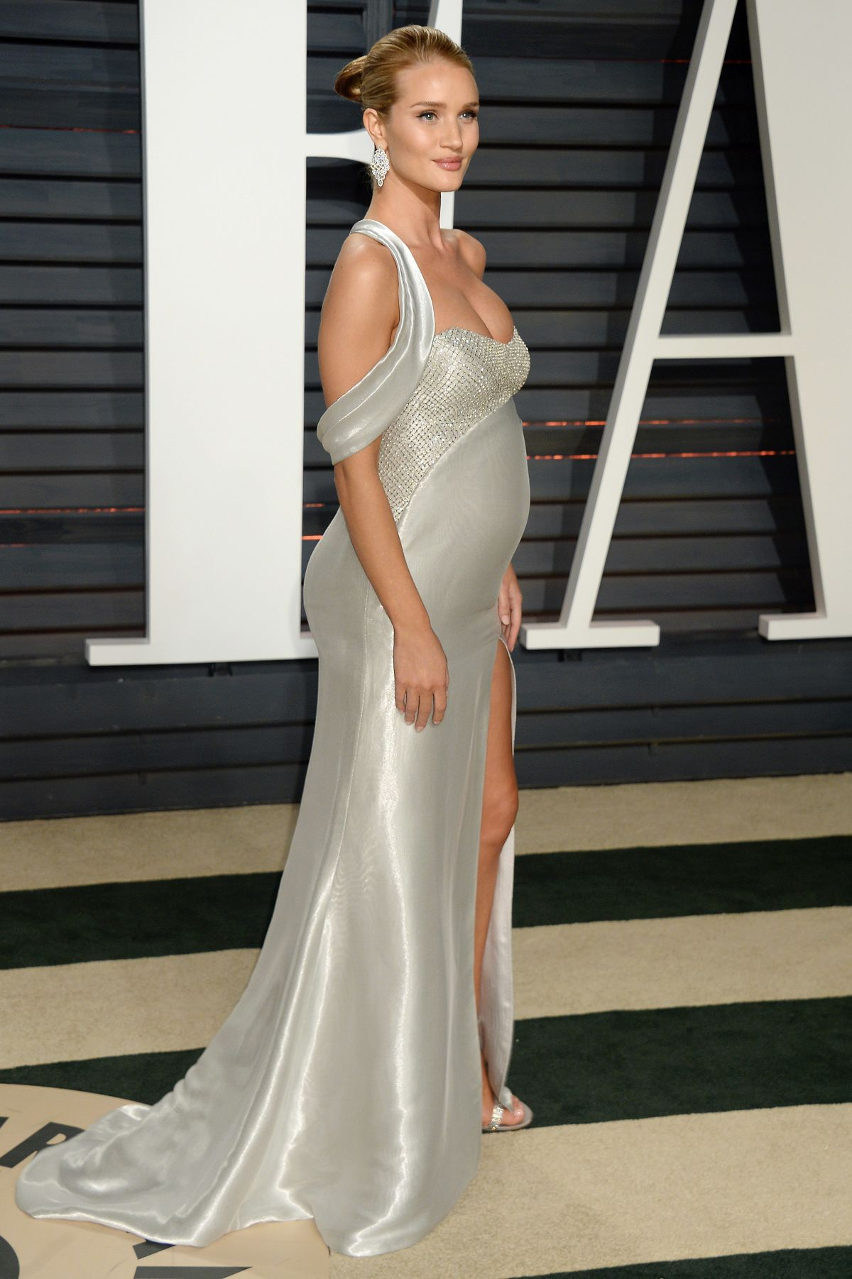Pregnant ROSIE HUNTING... Rosie Huntington Whiteley Pregnant