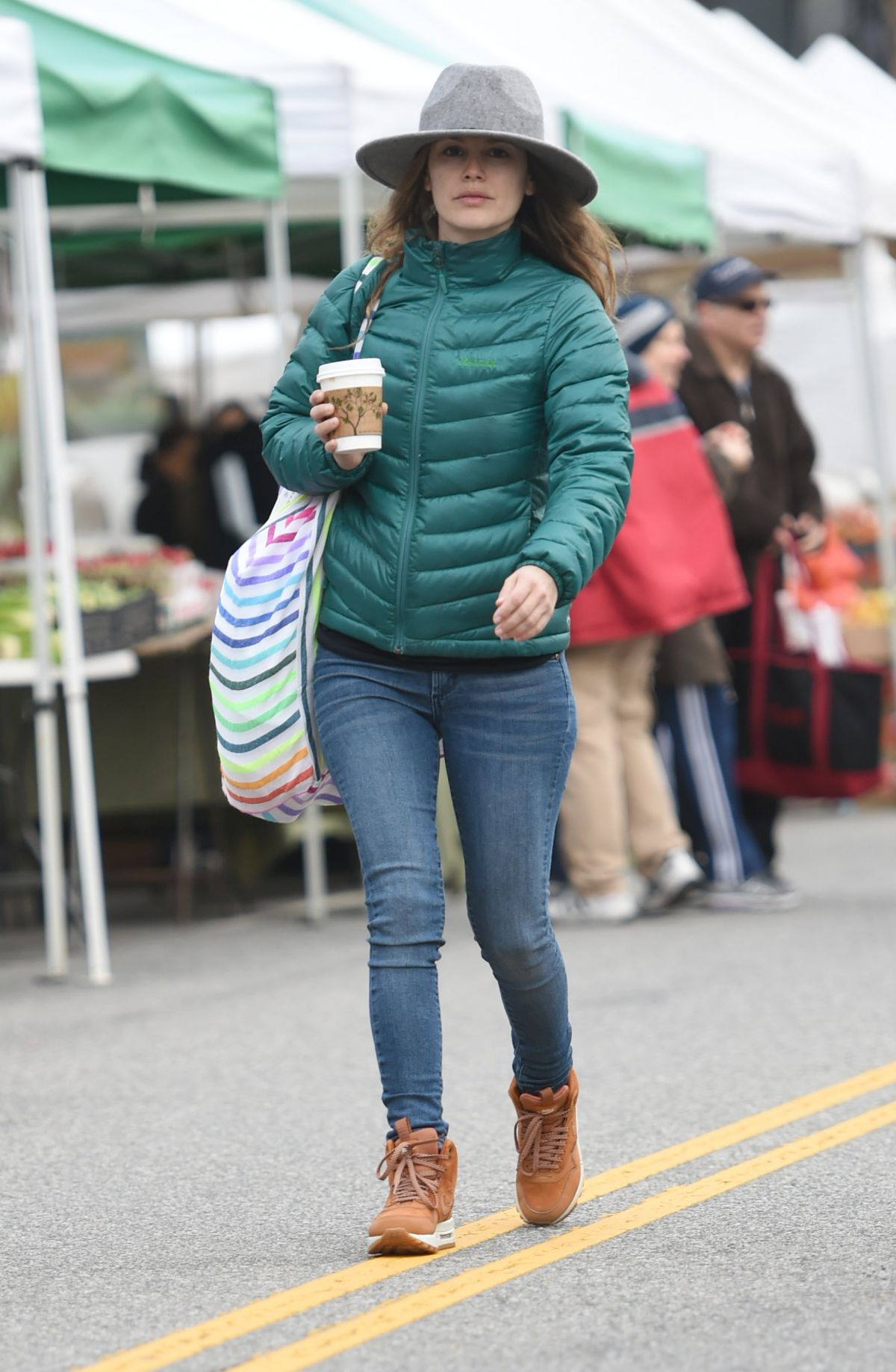 Rachel Bislon Ping At Farmers Market In Los Angeles 02 19 2017
