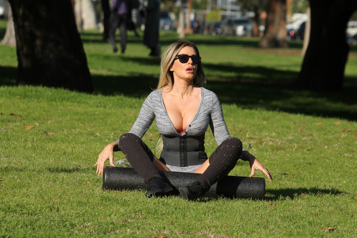 Ana Braga Working Out At A Park In Studio City 03  01  2017