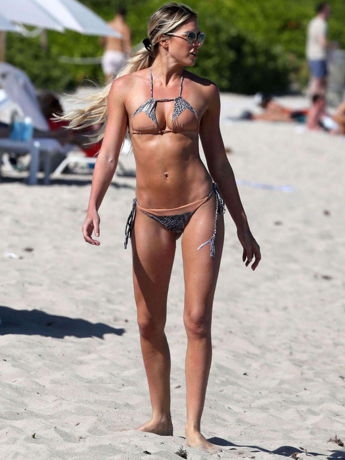 bikini Barbie blank