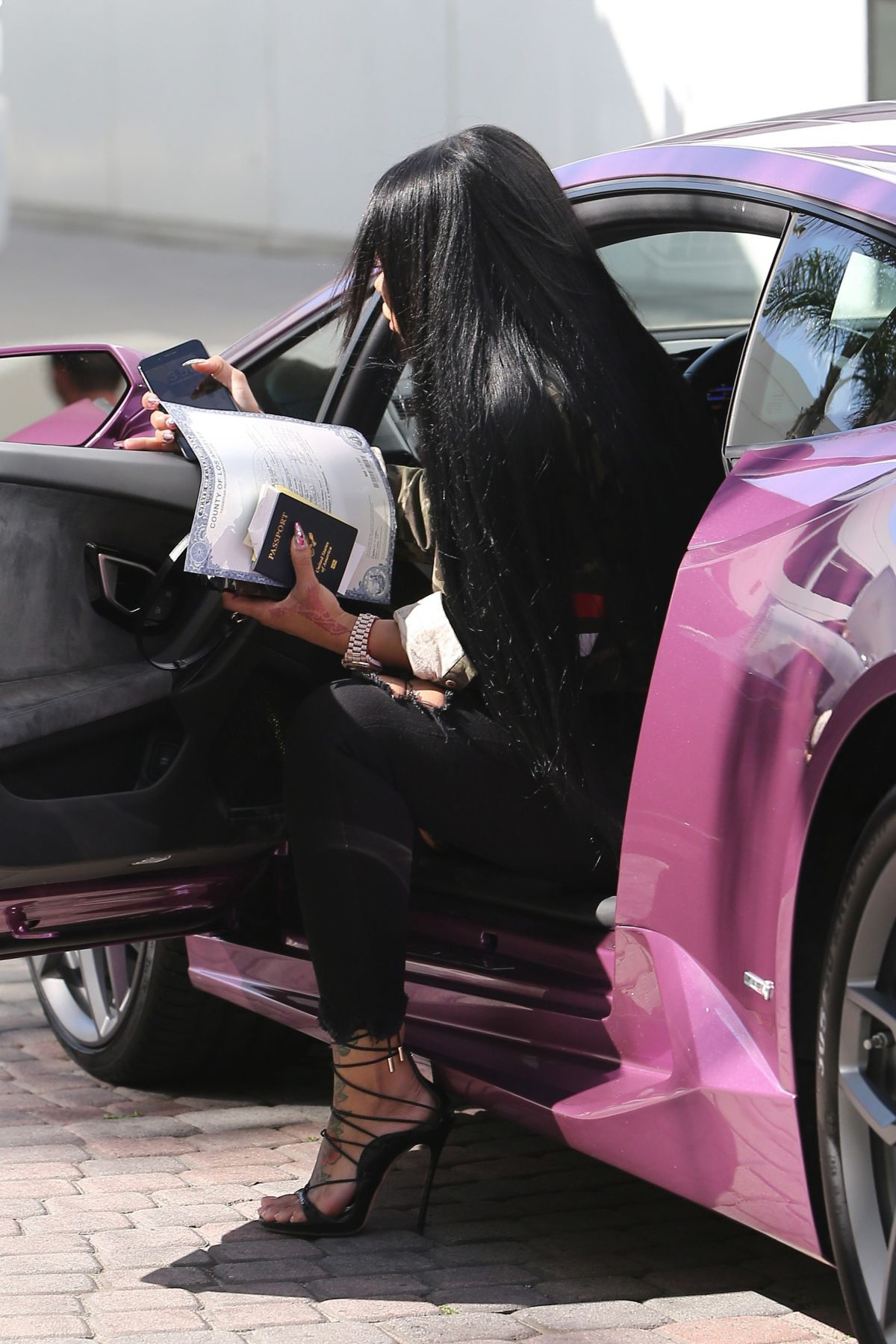 BLAC CHYNA Arrives at a Social Security fice in Los Angeles