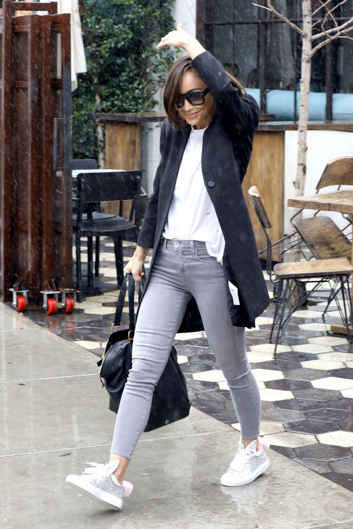 CARA SANTANA Leaves Zinque Cafe in West Hollywood 03/21 ...