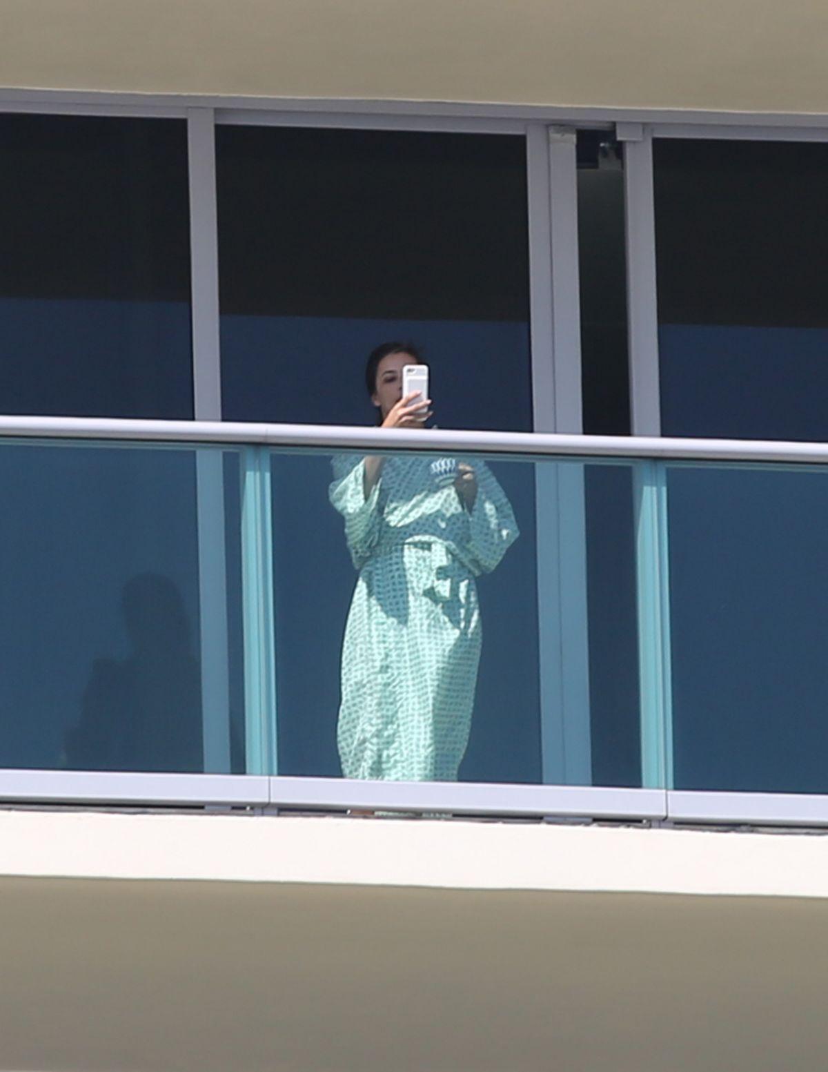 Eva Longoria At Hotel Balcony In Miami Beach 03 10 2017