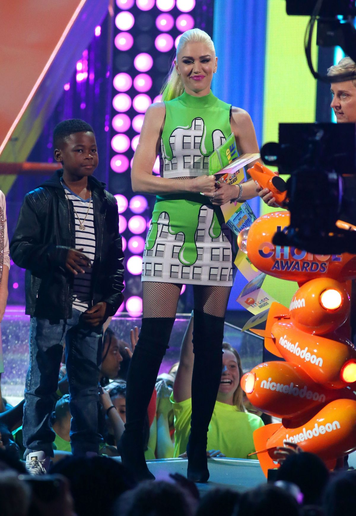 GWEN STEFANI on the Stage at Nickelodeon 2017 Kids