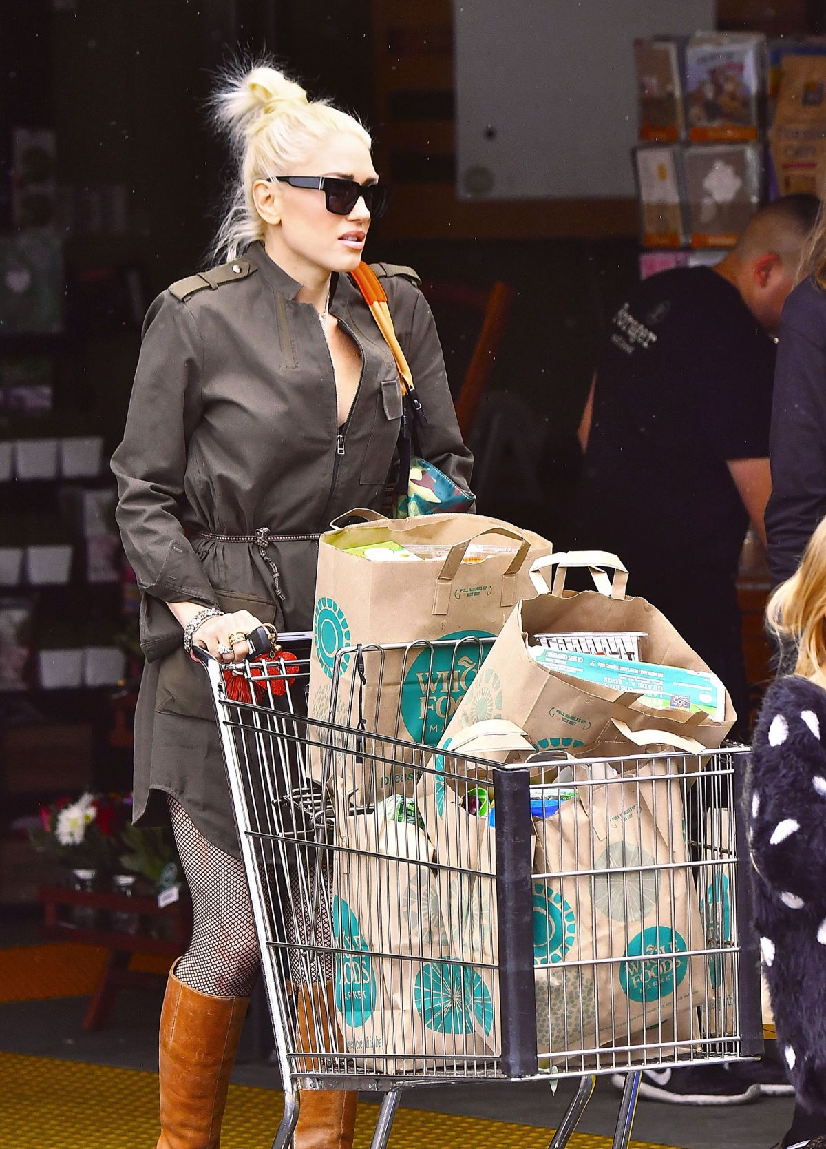 GWEN STEFANI Shopping at Whole Foods in Los Angeles 03/05/2017