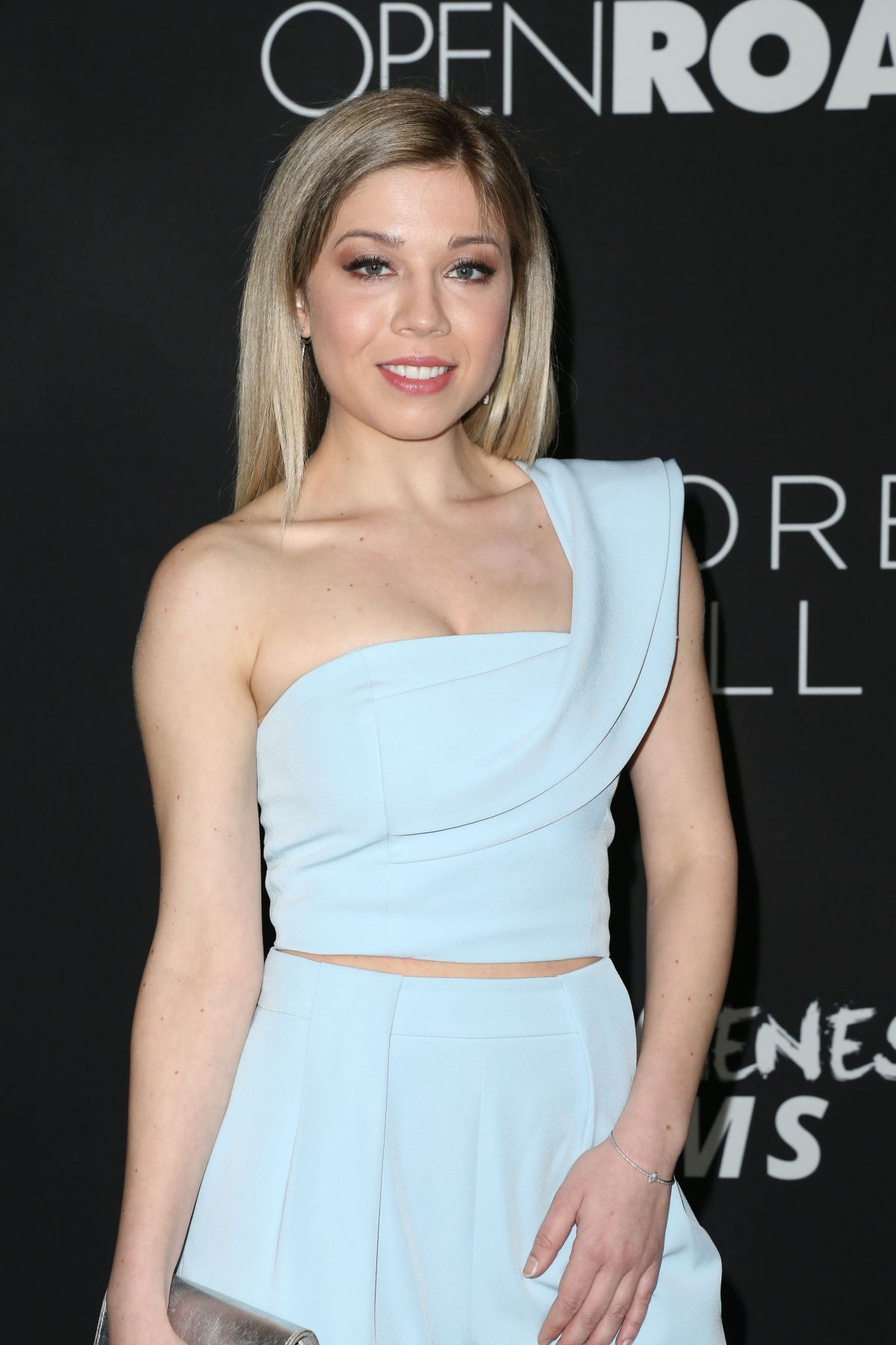 Jennette mccurdy at before i fall premiere in los angeles 0301 jennette mccurdy at before i fall premiere in los angeles 03012017 voltagebd