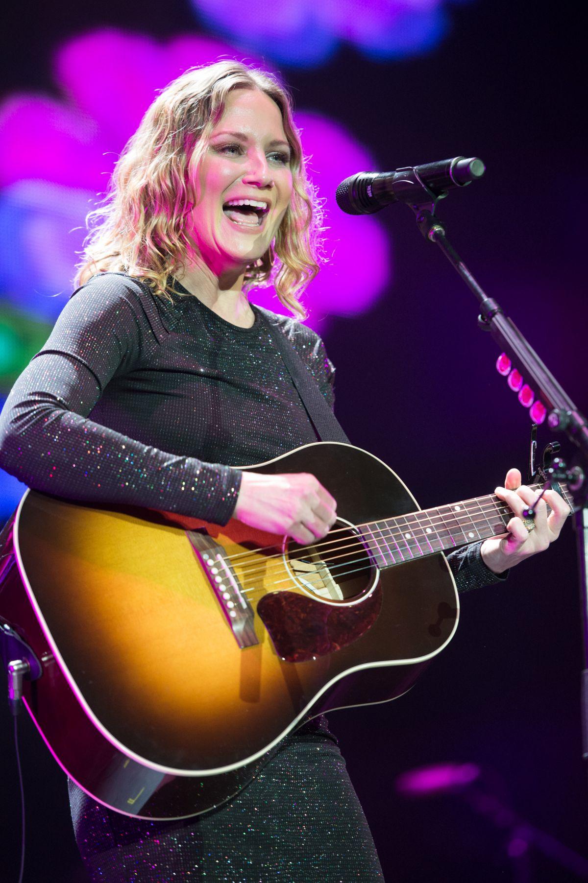 JENNIFER NETTLES Performs at Country Music Festival in ... Jennifer Nettles