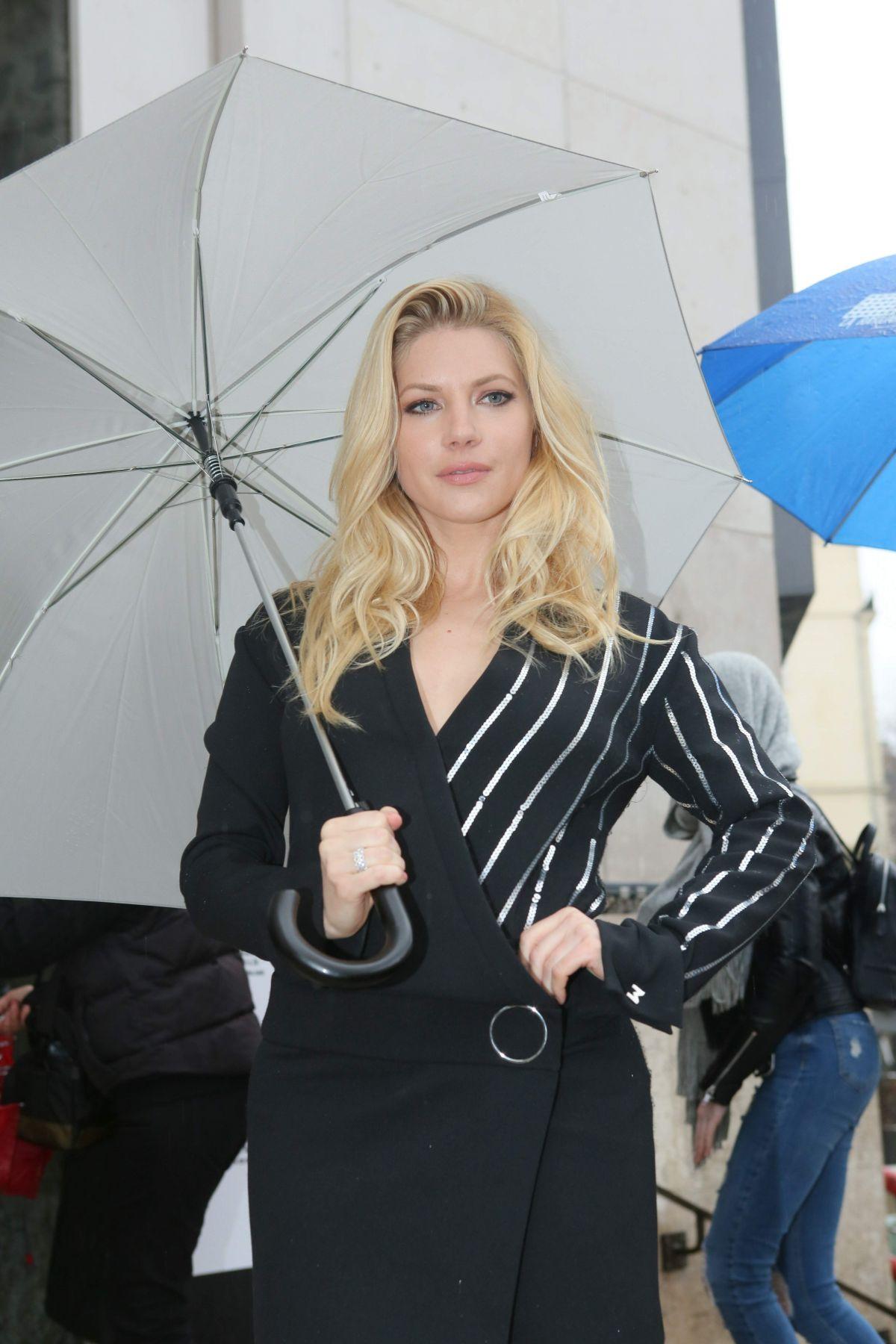 Katheryn winnick mugler fashion show in paris
