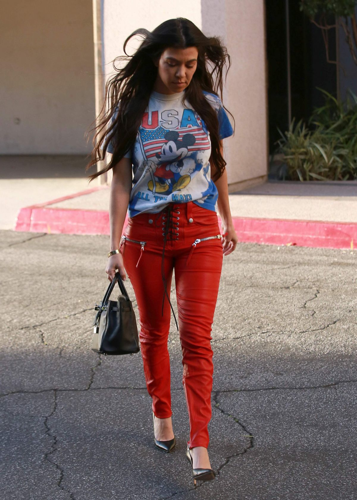 Kourtney Kardashian Out And About In Woodland Hills 03 07