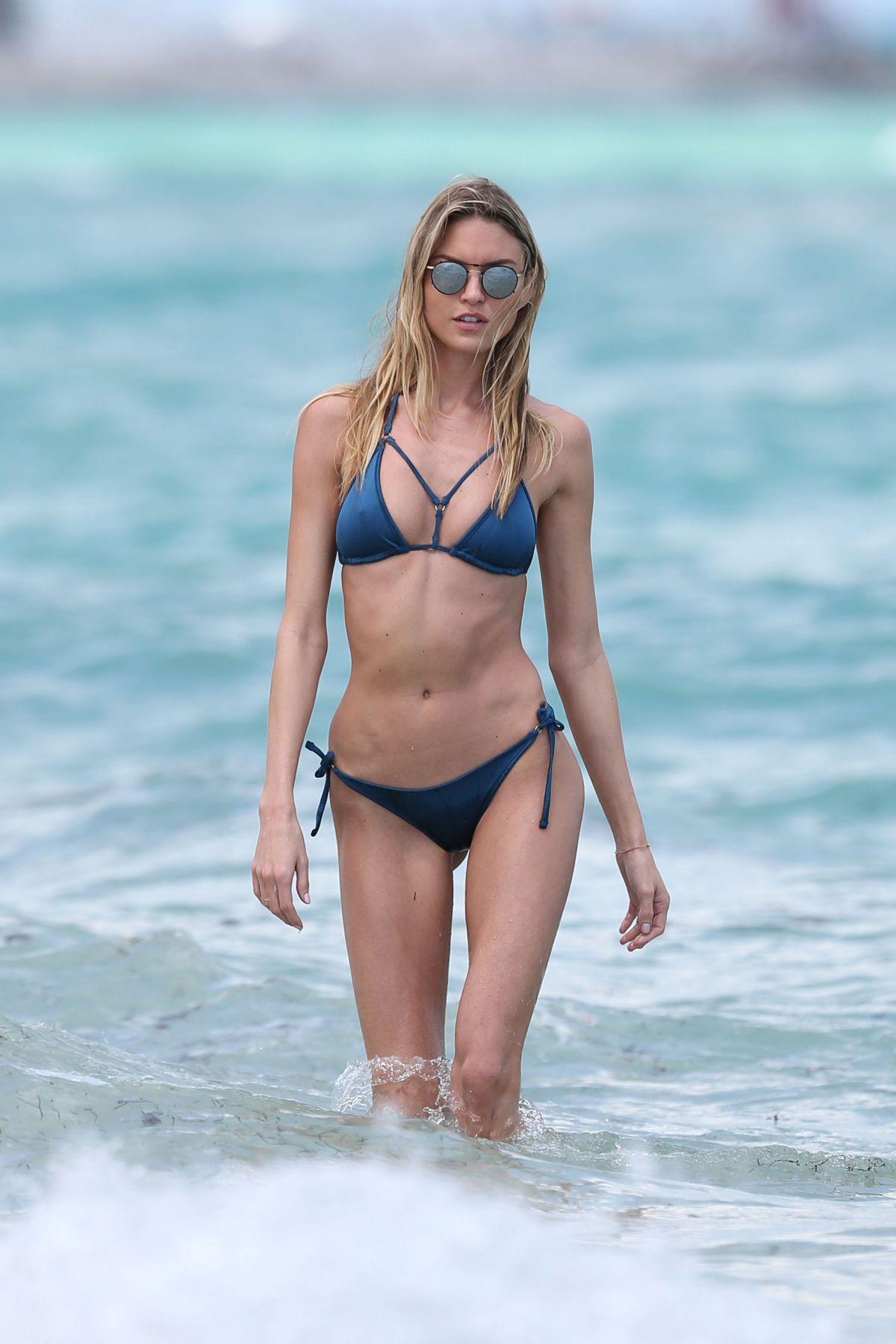 Bikini Martha Hunt