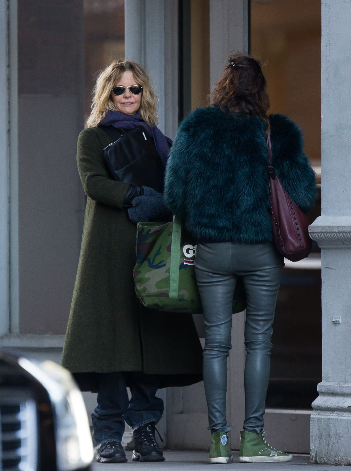 MEG RYAN Look at Apartment She Want to Purchase in Greenwich Village 03/28/2017
