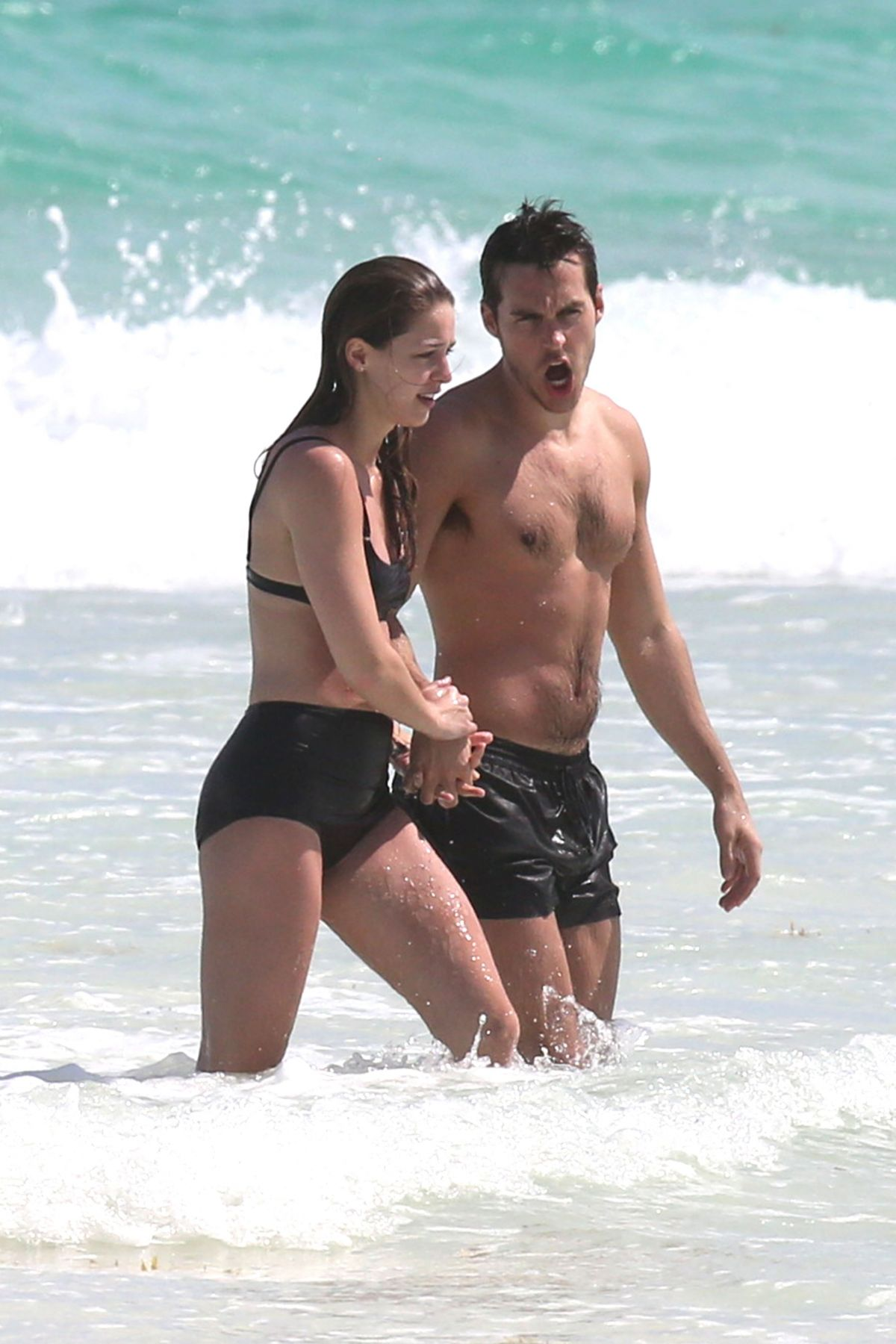 http://www.hawtcelebs.com/wp-content/uploads/2017/03/melissa-benoist-and-chris-wood-at-a-beach-in-cancun-03-29-2017_10.jpg