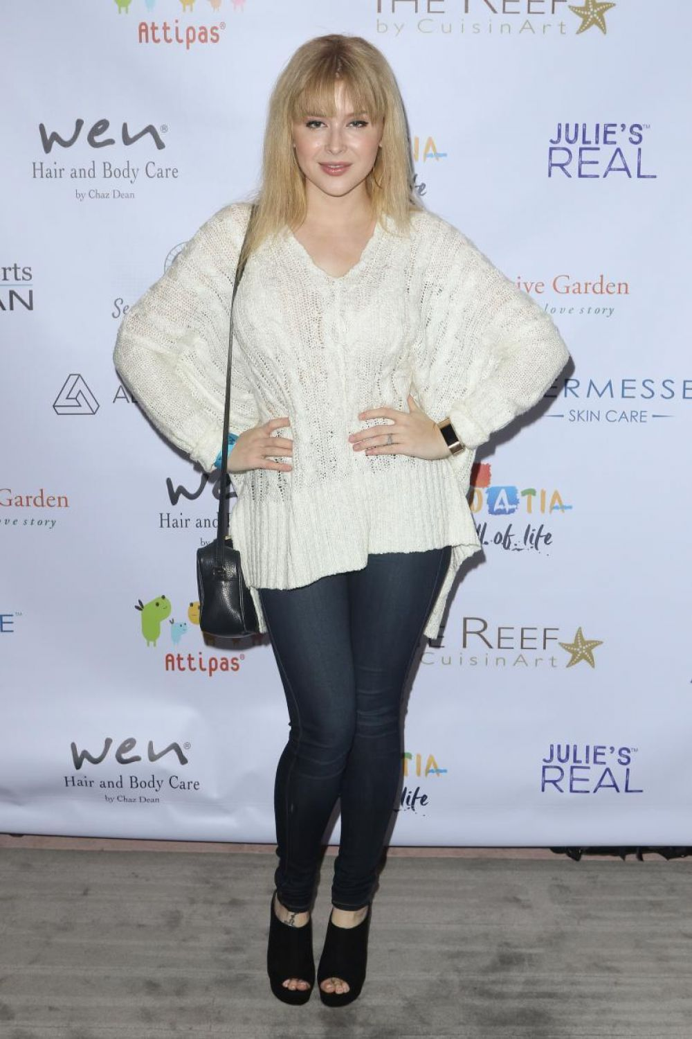 renee olstead at secret room events' red carpet luxury and beauty