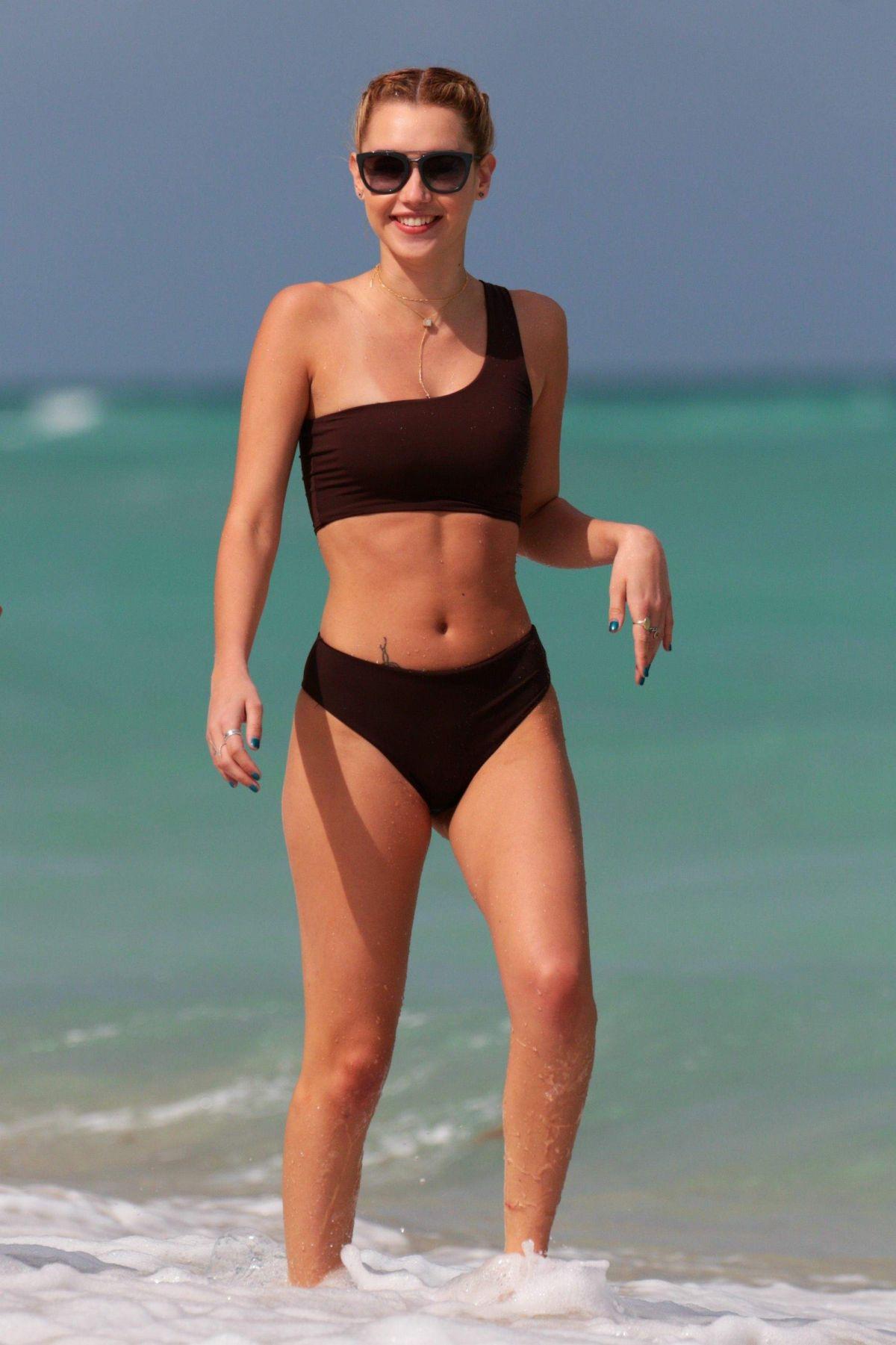 SARAH SNYDER in Bikini on the Beach in Miami 03/26/2017