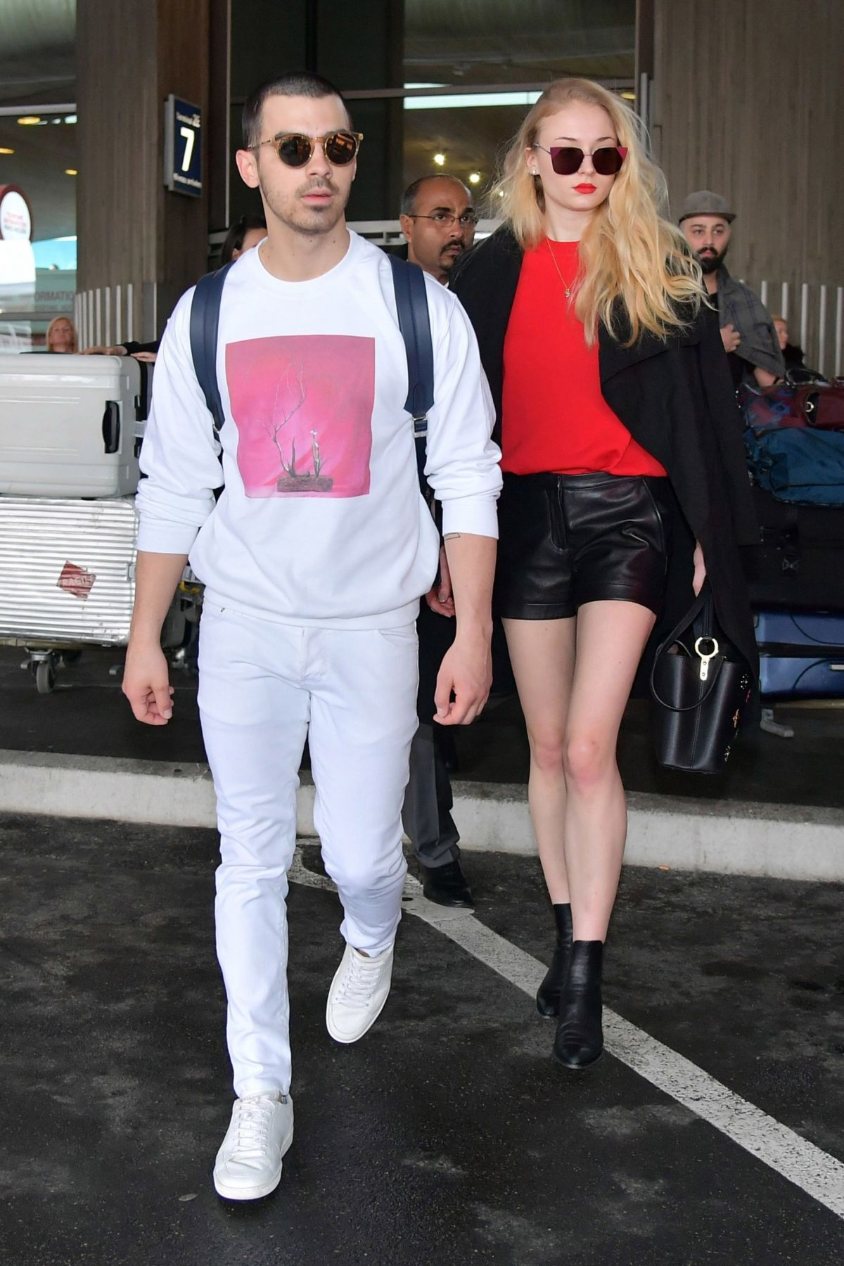 Image: Sophie Turner and Joe Jonas in Charles de Gaulle Airport?