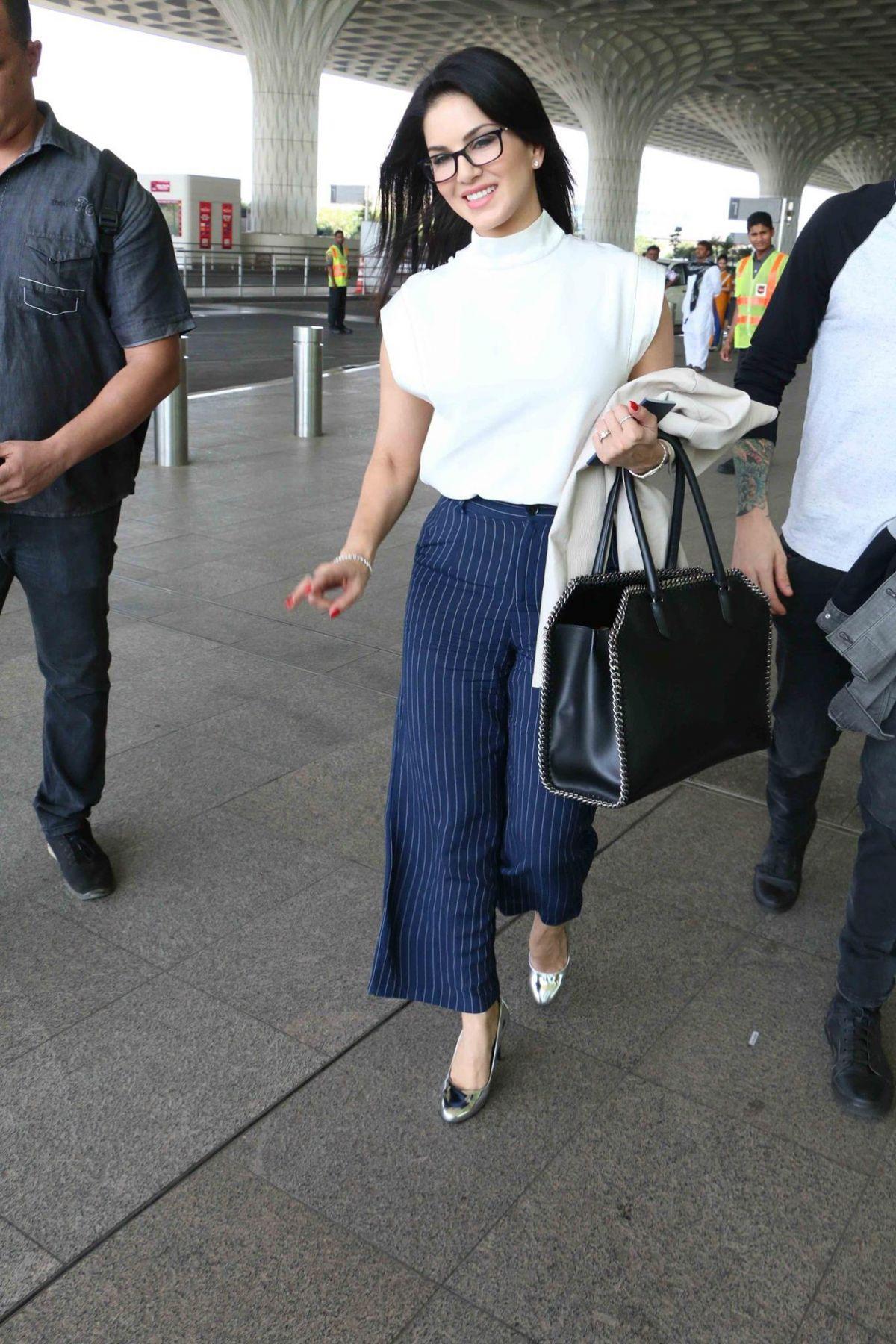 SUNNY LEONE Arrives at Mumbai International Airport 03/08 ...