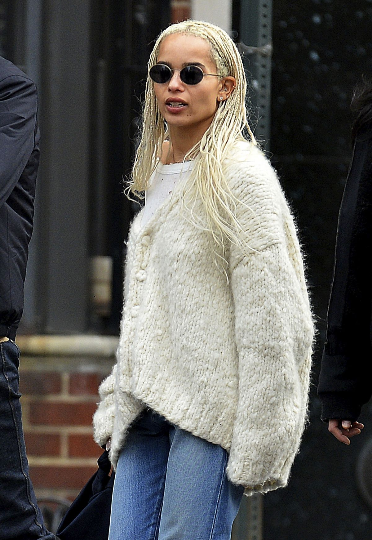Zoe kravitz out and about in new york 03 25 2017 for Bureau zoe new york