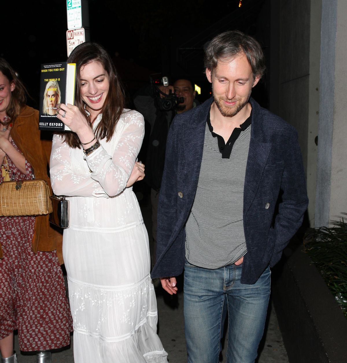 Anne Hathaway And Husband Wedding: ANNE HATHAWAY And Adam Shulman Leaves Craig's Restaurant