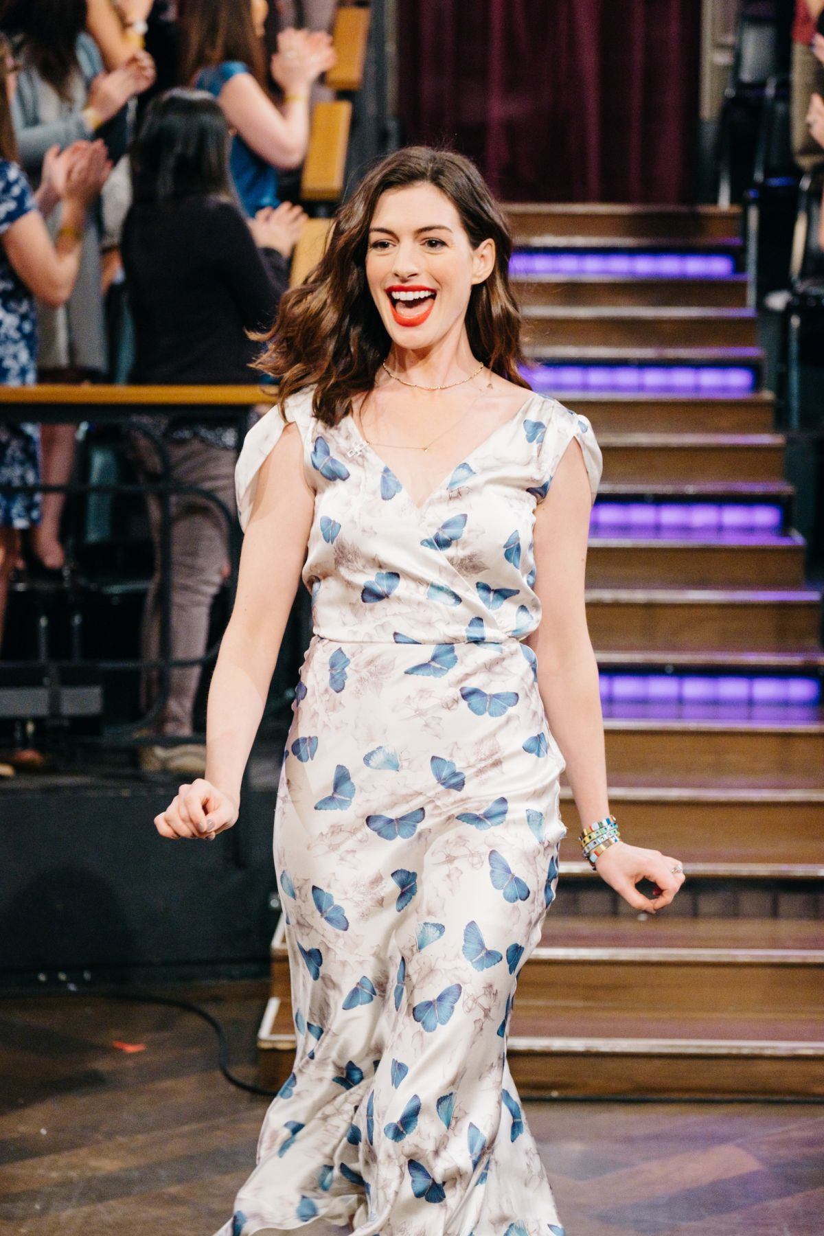 ANNE HATHAWAY at Late Late Show with James Corden in Los ... Anne Hathaway