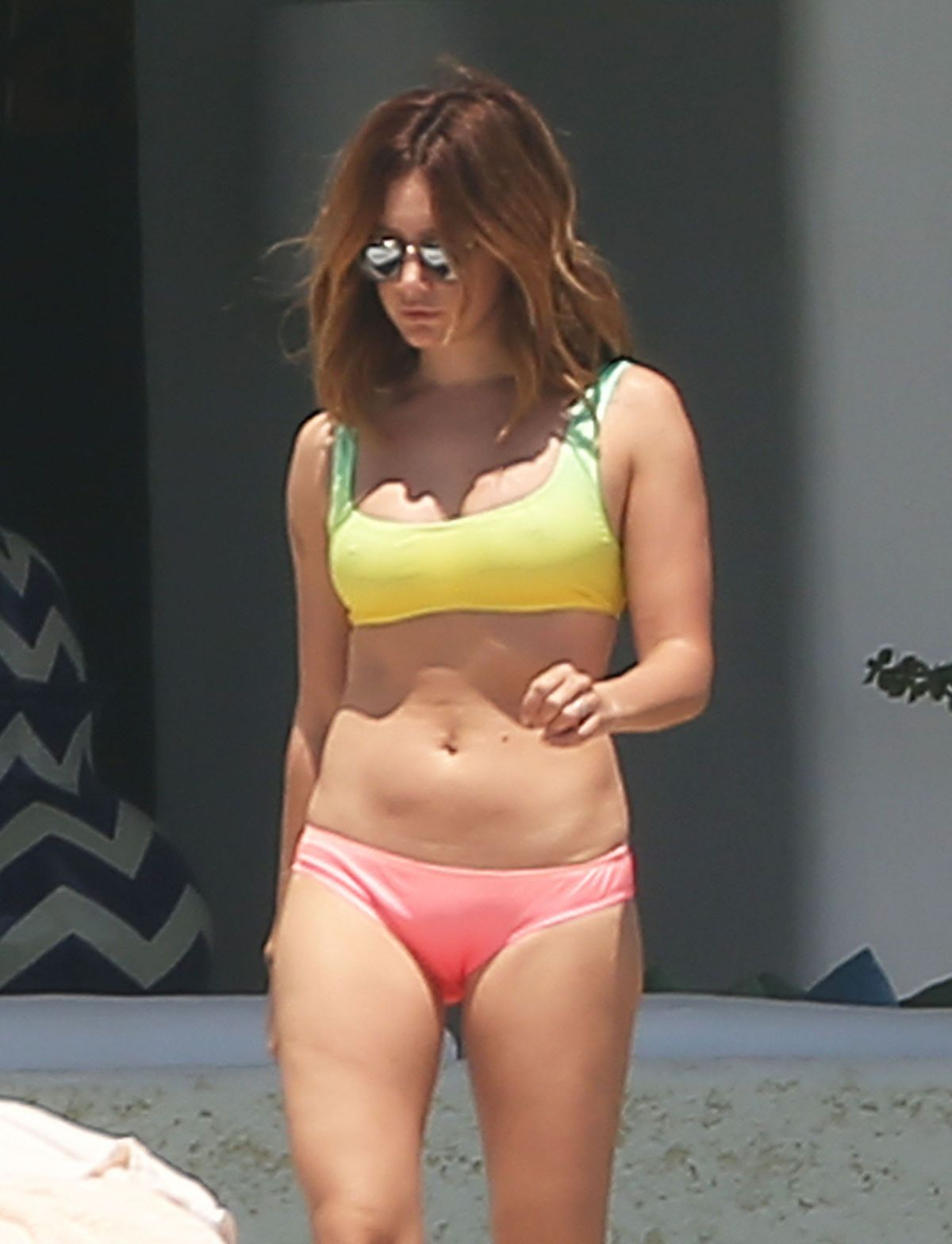 Ashley Tisdale en bikini sur Shape Magazine melty