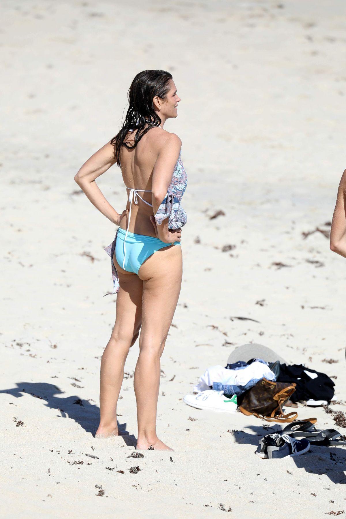 Cindy Crawford In Bikini On The Beach In St Barth 04 07