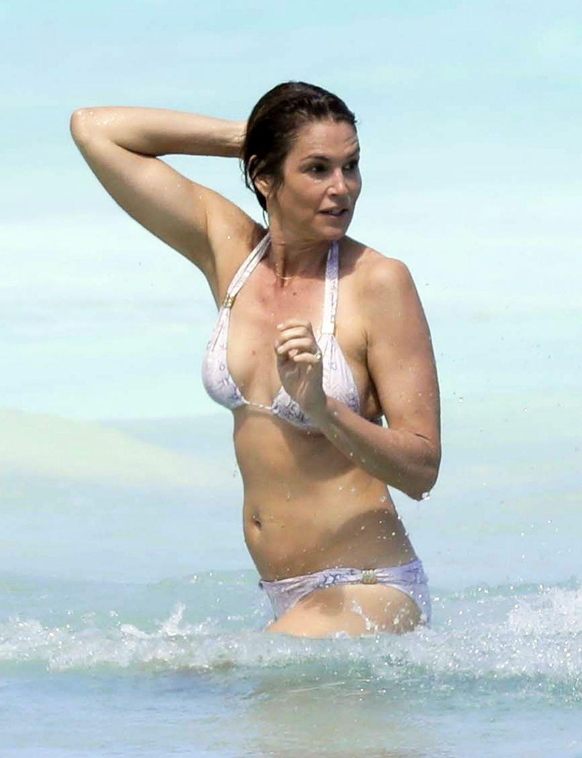 Cindy crawford in bikini at the beach