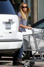 DENISE RICHARDS Shopping at Vintage Grocers in Malibu 04/10/2017