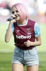 PIXIE LOTT Performs at West Ham vs Everton Football Match Half Time in London 04/22/2017