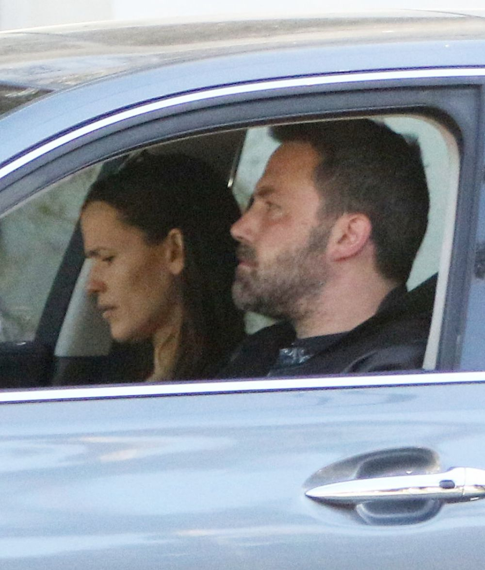 JENNIFER GARNER and Ben Affleck Driving Out in Los Angeles 04/21/2017