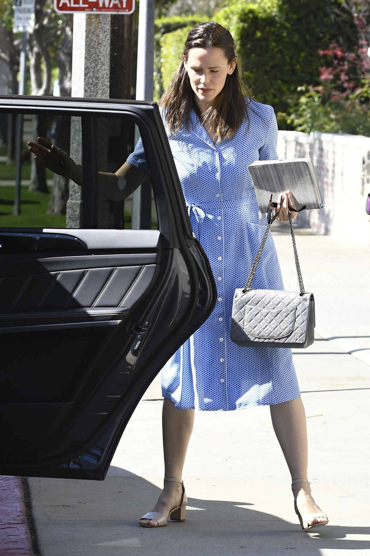 JENNIFER GARNER Arrives at Church in Brentwood 04/16/2017