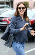 JENNIFER GARNER in Jeans Out in Pacific Palisades 04/17/2017