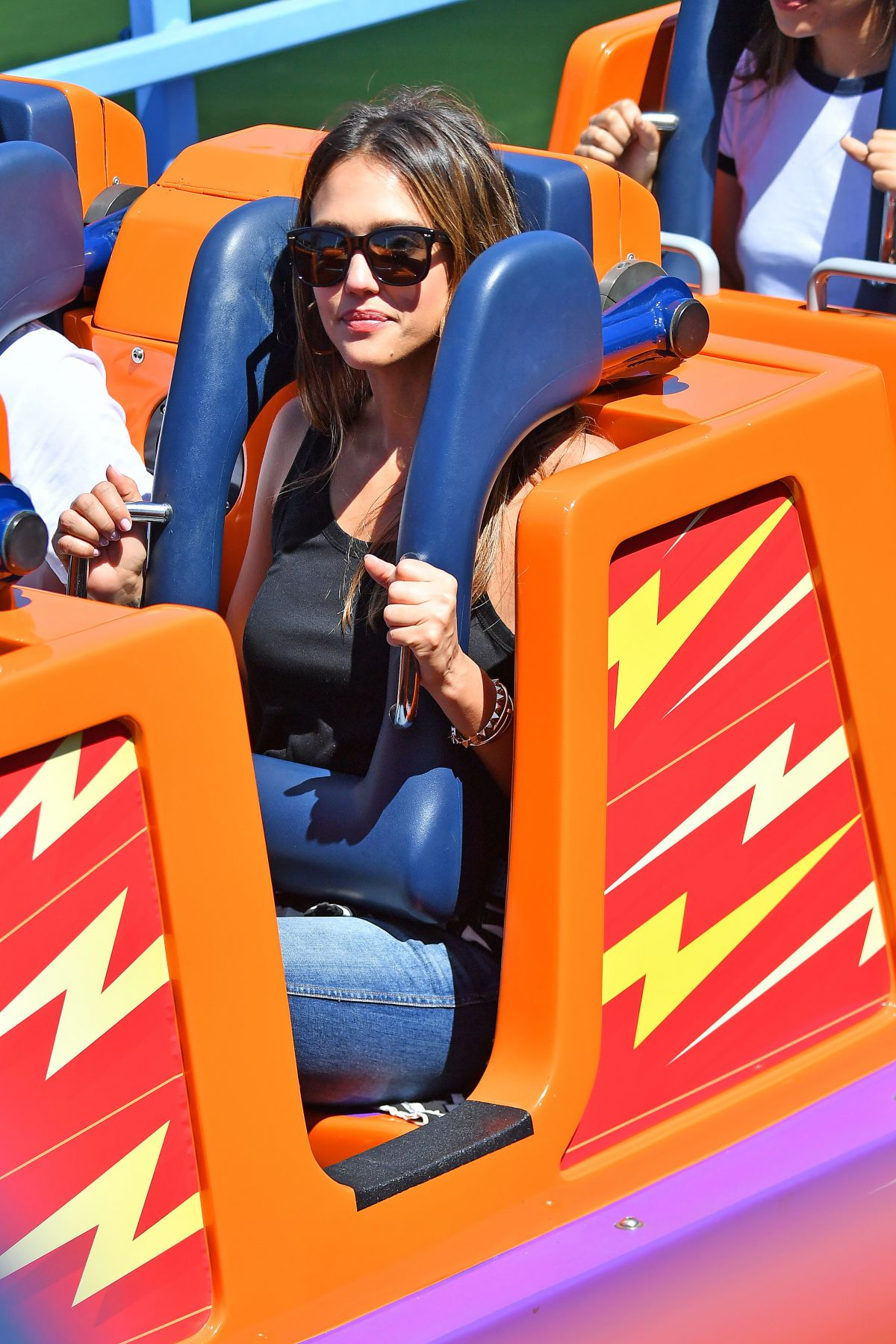 http://www.hawtcelebs.com/wp-content/uploads/2017/04/jessica-alba-out-at-disneyland-in-anaheim-03-30-2017_6.jpg
