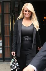 JESSICA SIMPSON leaves Her HOtel in New York 04/20/2017