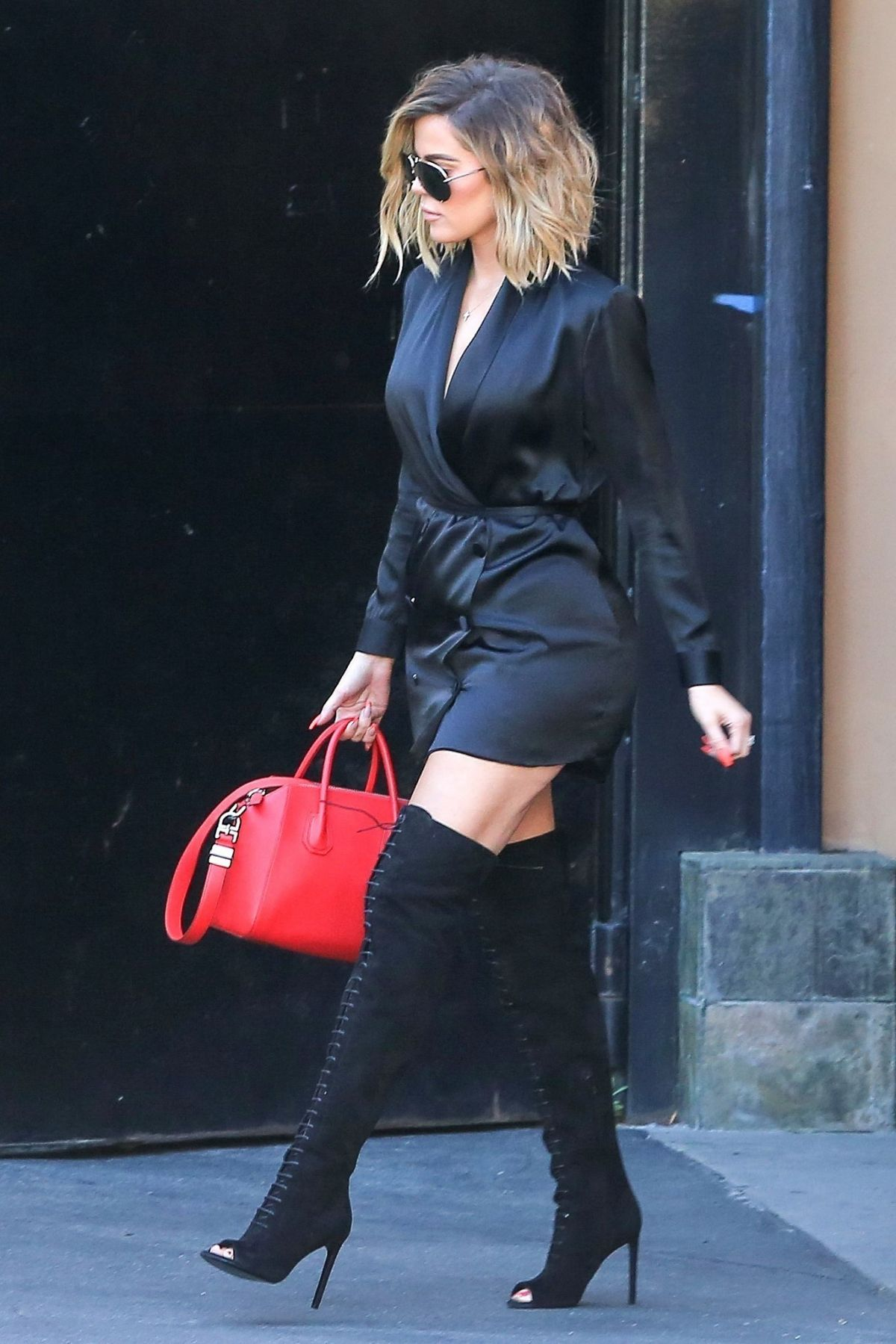 Khloe Kardashian Leaves A Studio In Los Angeles 04 20 2017