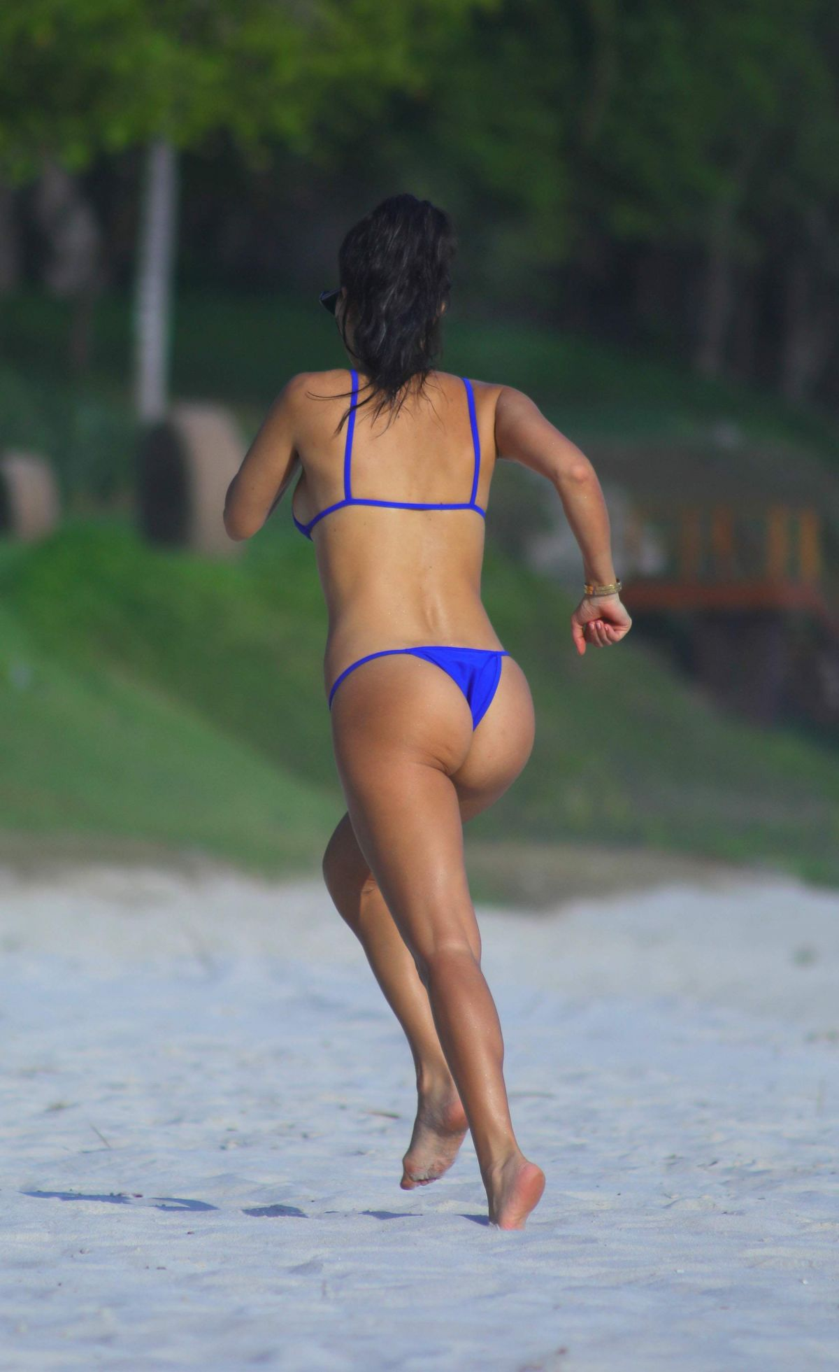 Kourtney Kardashian In A Bikini 32