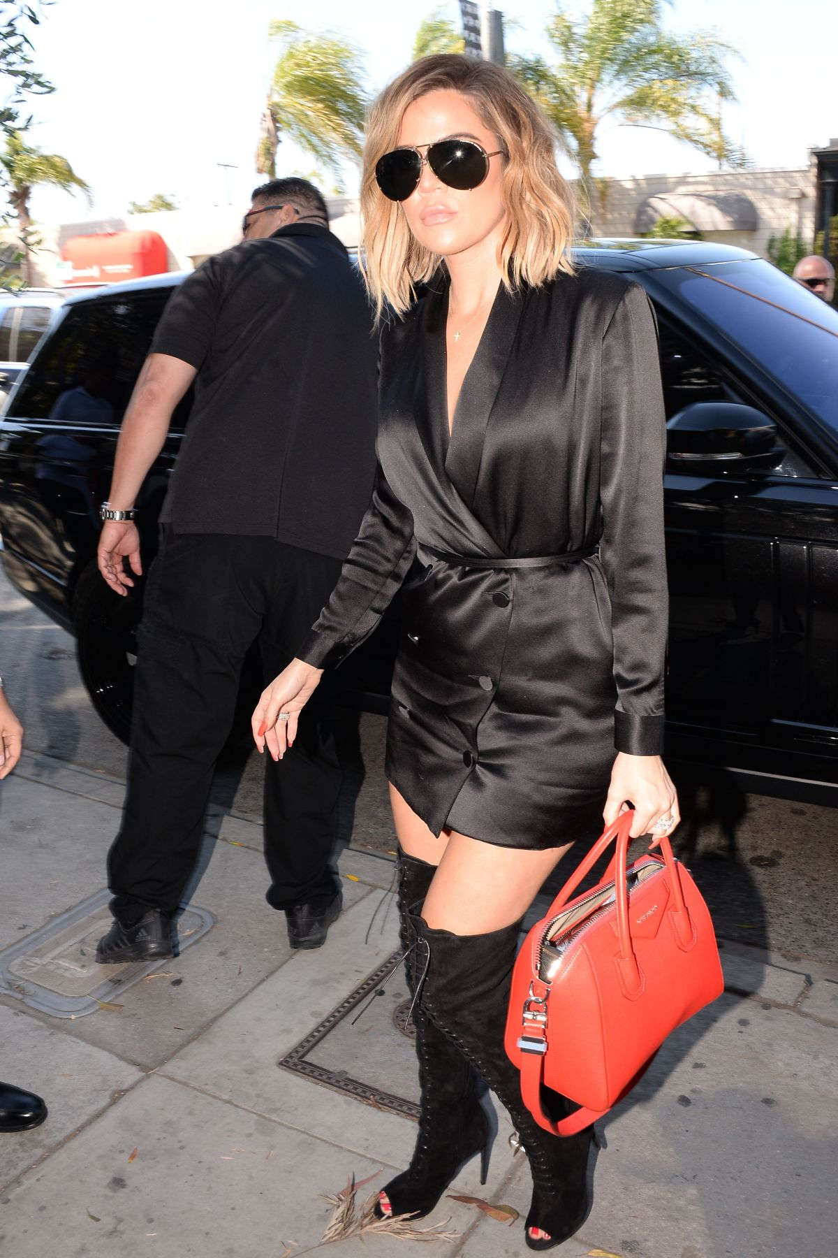 KHLOE KARDASHIAN Out and About in Los Angeles 04/20/2017