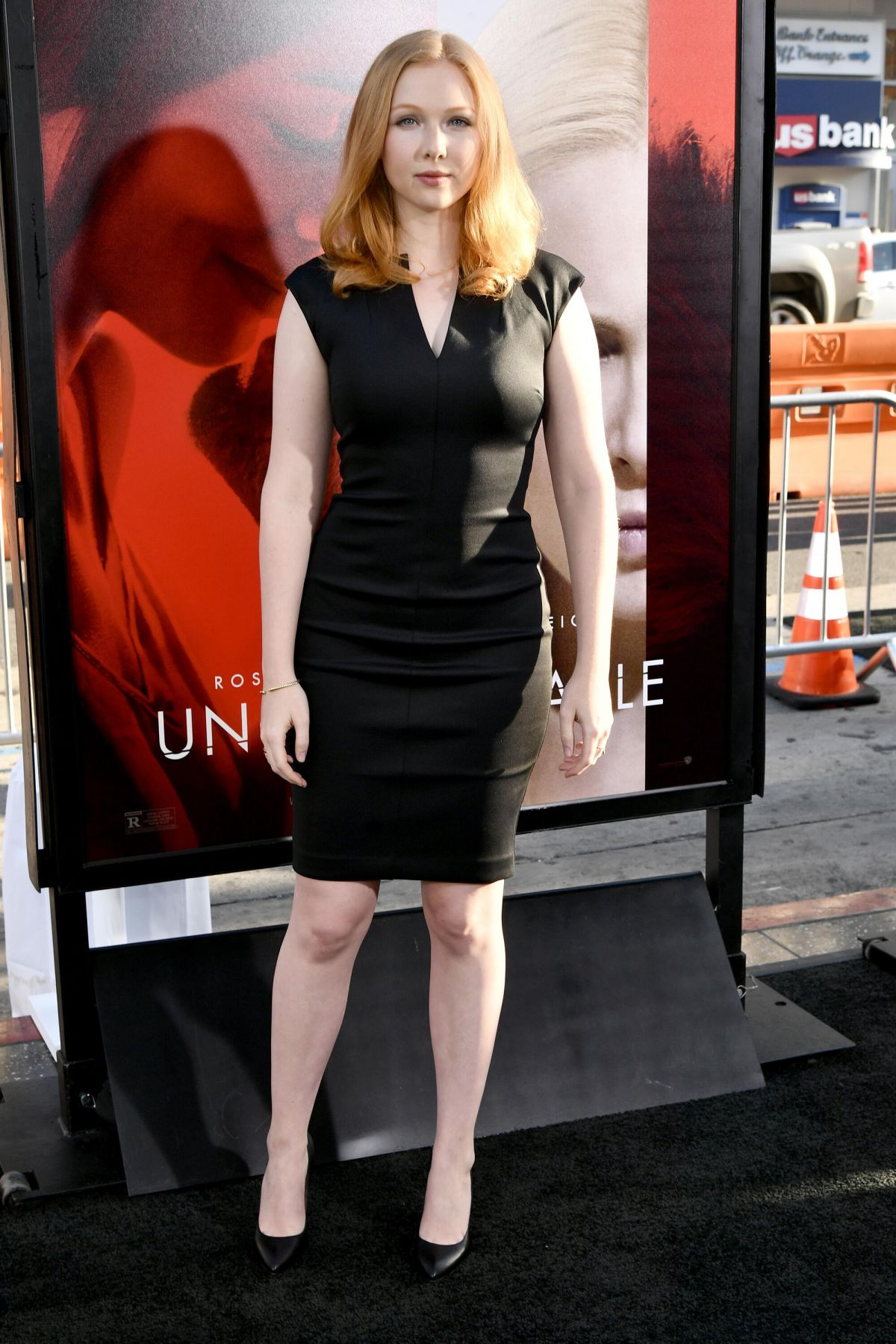 Molly quinn unforgettable premiere in la naked (11 images)