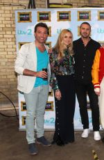 PIXIE LOTT o the Set of Celebrity Juice in Herts 04/12/2017