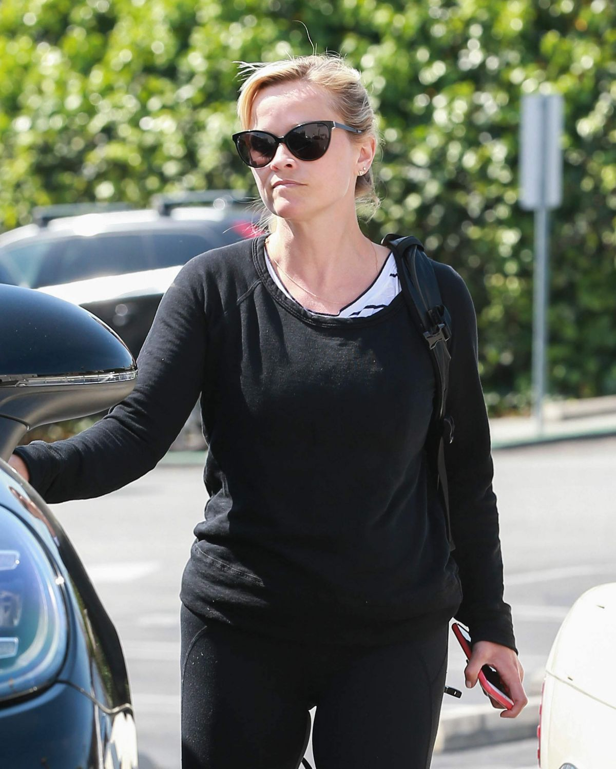 REESE WITHERSPOON Heading to a Yoga Class in Brentwood 04/10/2017