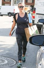 REESE WITHERSPOON Leaves a Gym in Los Angeles 04/11/2017