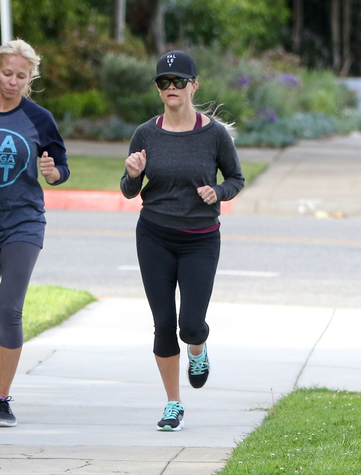 REESE WITHERSPOON Out Jogging in Los Angeles 04/17/2017
