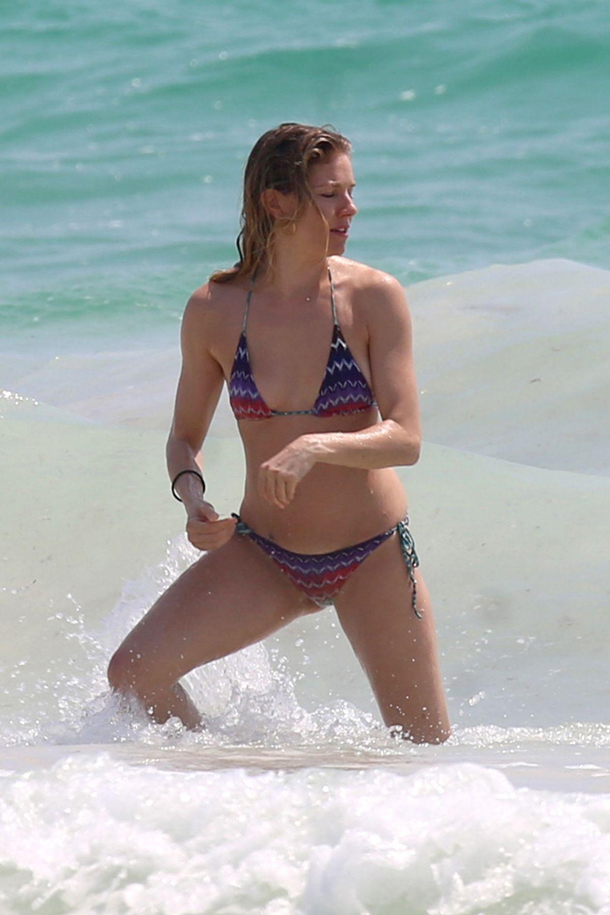 For Sienna Miller, Every Beach Is A Nude Beach - gawkercom