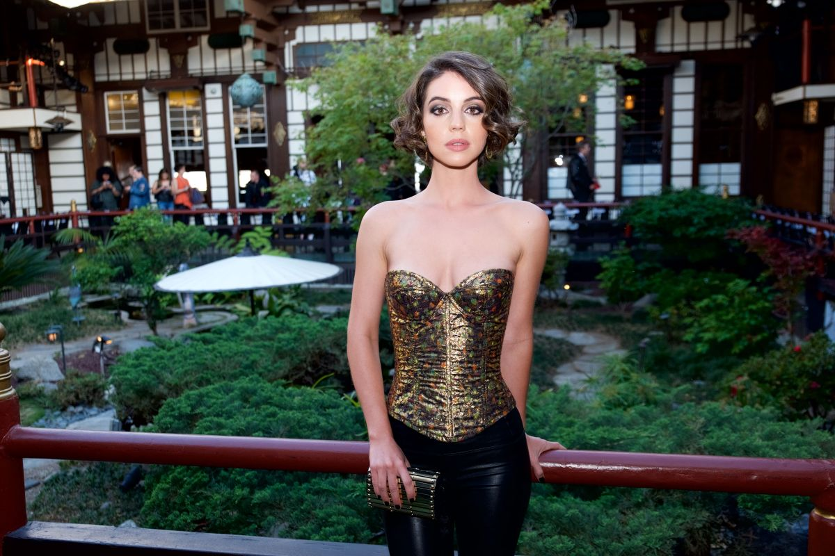Adelaide kane at wolk morais collection 5 fashion show 05 for Pool show adelaide 2018
